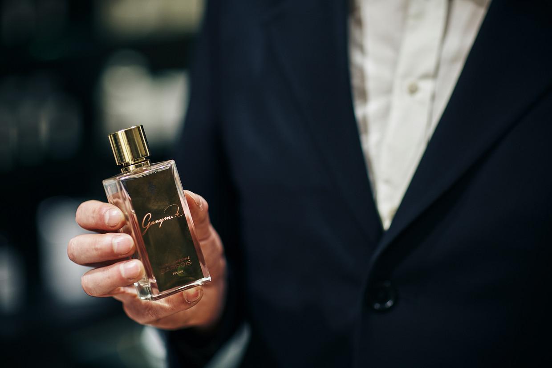 De eau de parfum Ganymede van de Franse modeontwerper Marc-Antoine Barrois wordt voor 60 procent aan vrouwen verkocht en voor 40 procent aan mannen.