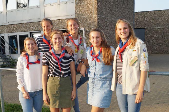 Melissa, Fien, Axelle, Lotte , Celien en Elien.