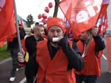 VIDEO: Personeel distributiecentra Jumbo staakt in Veghel tot er serieuze cao-onderhandelingen komen