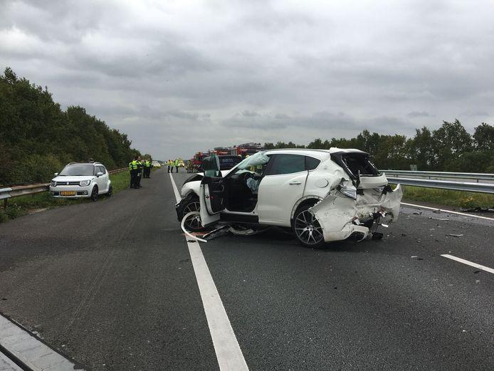 Bij het ongeval op A58 bij Kruiningen raakten diverse mensen gewond.