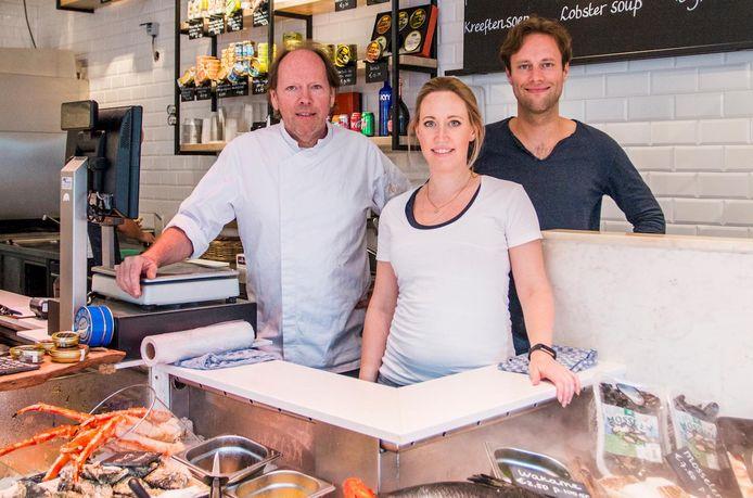 Eigenaren Fons, Fleur en Pepijn de Visscher in hun winkel aan de Leidsestraat.