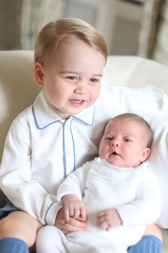 Als bijna tweejarige werd George grote broer van prinses Charlotte.