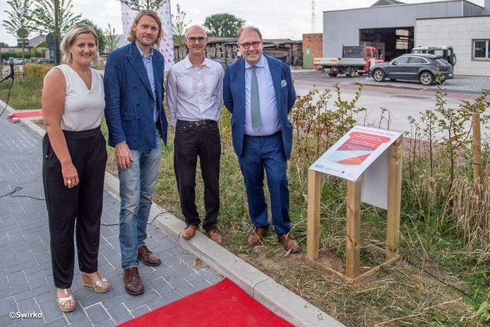 Opening van de Hekkestraat in Hofstade in aanwezigheid van het stadsbestuur.