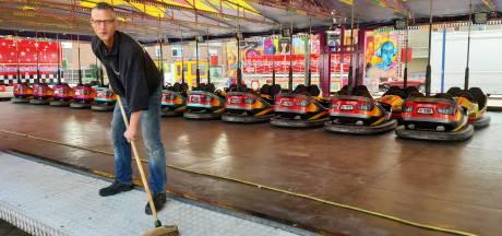 Botsen in nieuwe auto's op de kermis in Ewijk