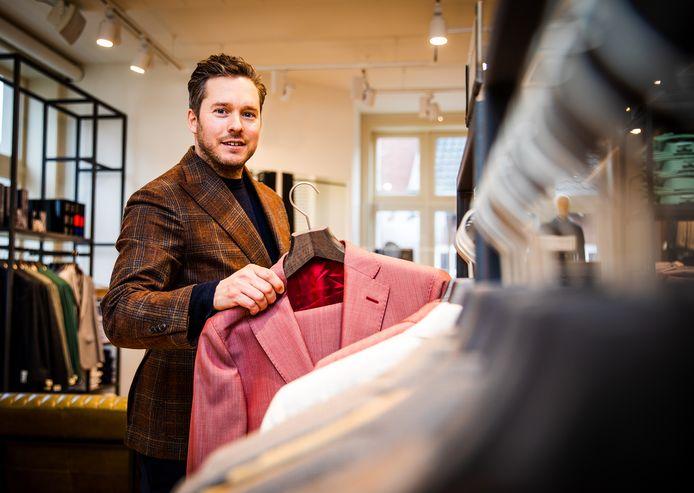 Remco Gravendijk in zijn kledingzaak.