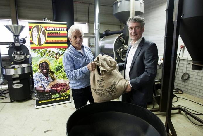 Ruud Boon en Ed den Besten stonden aan de wieg van Deventer Koffie.