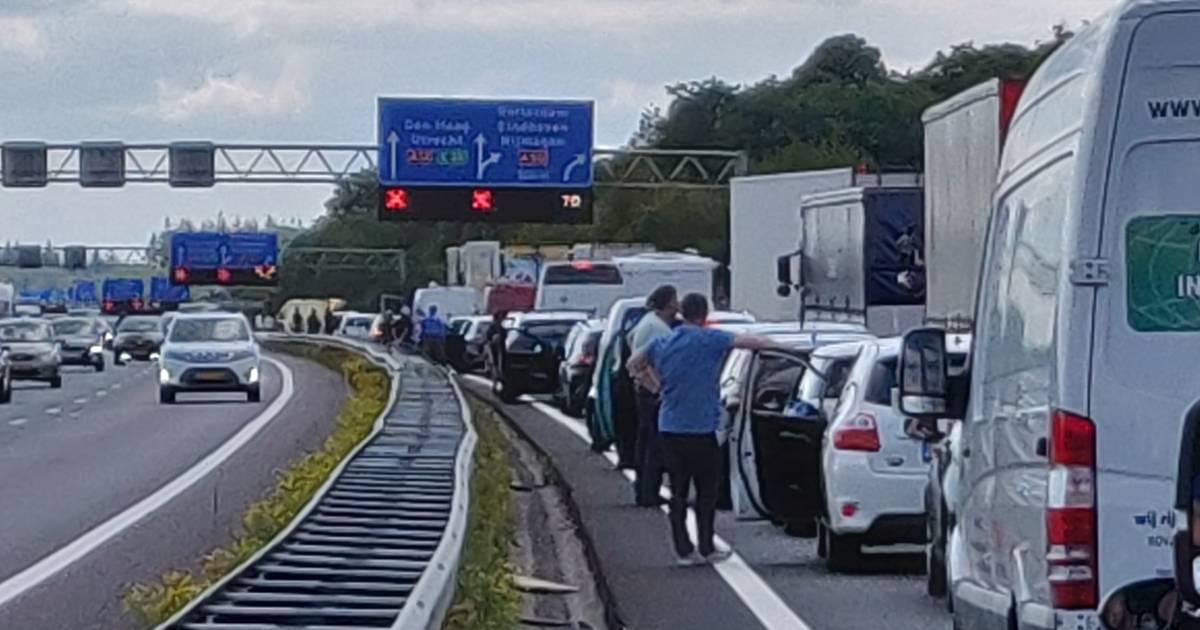 Verkeer op snelwegen rond Arnhem muurvast na ongevallen.