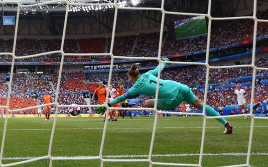 Rose Lavelle klopt Sari van Veenendaal in de WK-finale: 2-0 voor de VS.