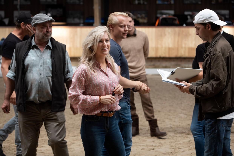 Britt Dekker op de set van de paardenfilm Whitestar in Ermelo. Beeld Bob Bronshoff