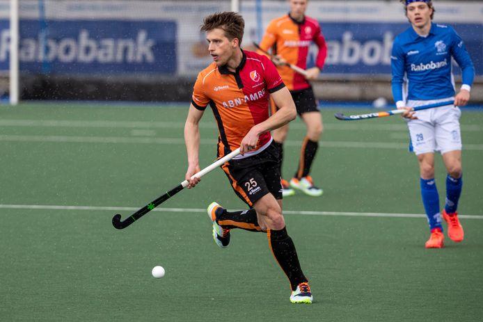 Bram Huijbregts eerder deze maand in actie voor Oranje-Rood tegen Kampong.