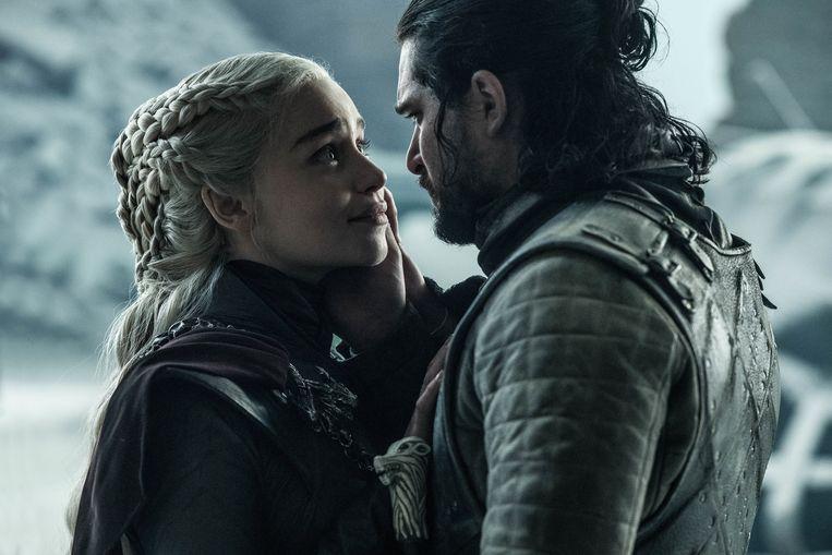 Emilia Clarke en Kit Harington als Daenerys en Jon Snow in de finale van 'Game Of Thrones'.