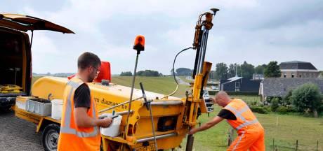 Honderden boorgaten in dijk Gorinchem-Waardenburg voor onderzoek
