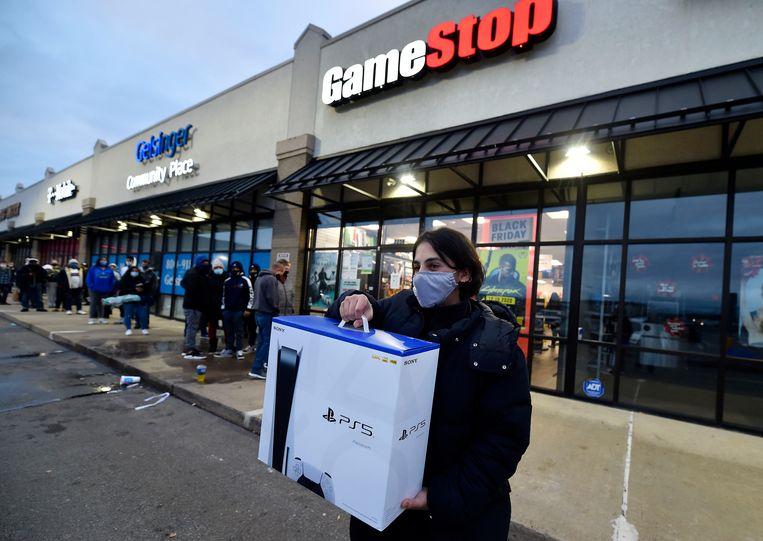 Deze Amerikaanse gamer heeft beet: na lang wachten is de Playstation 5 binnen. Beeld SOPA Images/LightRocket via Gett