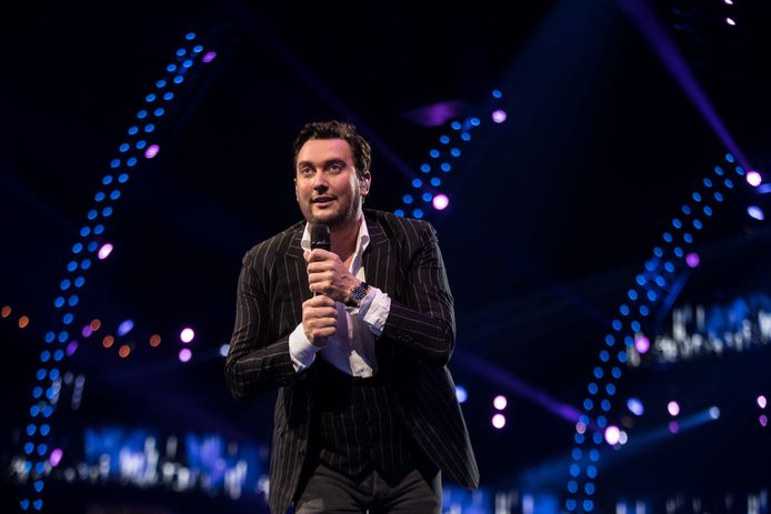 Zanger Tino Martin tijdens een van zijn shows.