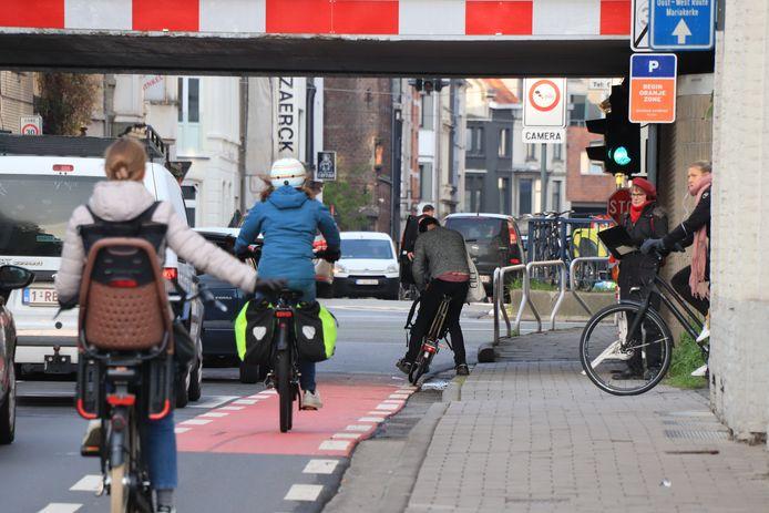 Op in totaal 38 telpunten langs de R40 zaten vrijwilligers van het Gents MilieuFront (GMF) streepjes te trekken.