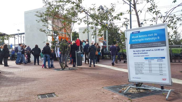 Reizigers maken vandaag gratis kennis met de Hoekse Lijn.