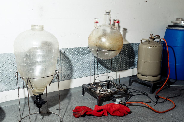 Een nagebouwd drugslab in Amsterdam. Beeld Jakob Van Vliet