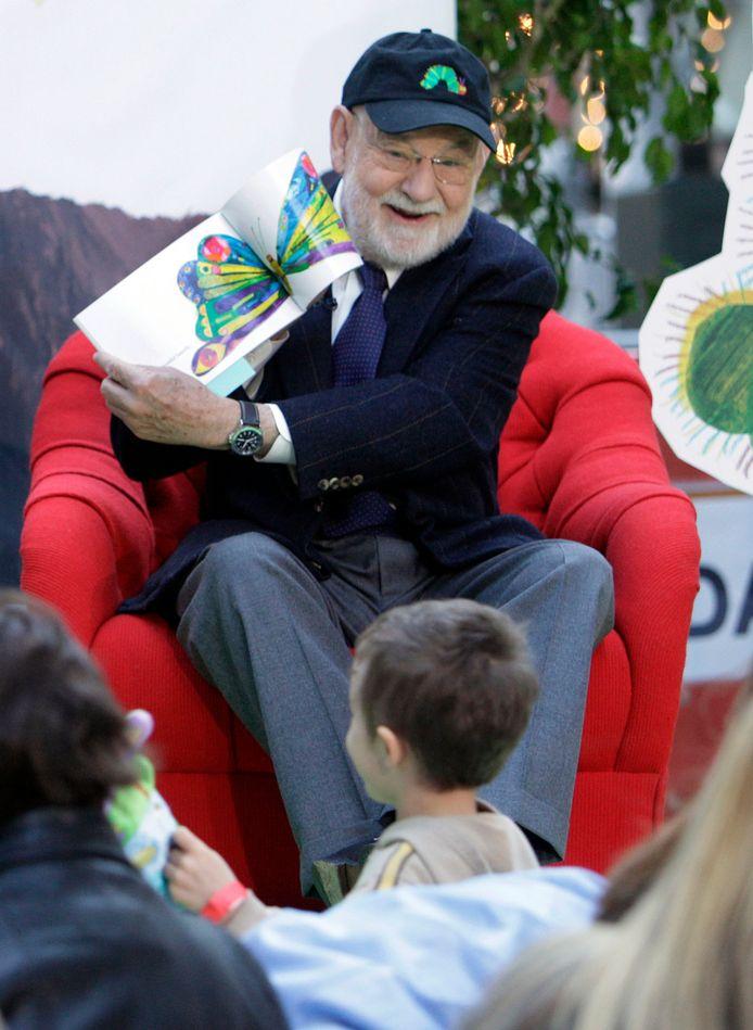 Eric Carle leest voor aan kinderen. Archiefbeeld uit 2009.