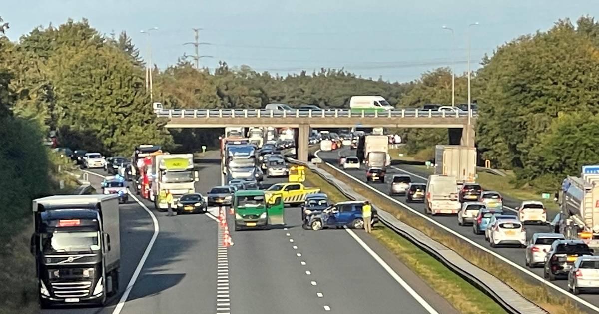 Herfstvakantie-verkeer loopt vast door ongelukken: files op snelwegen in regio.