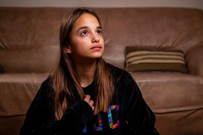 Lindsai, het 13-jarige meisje dat zwaar toegetakeld werd door enkele medeleerlingen van het Stedelijk Lyceum in Merksem.