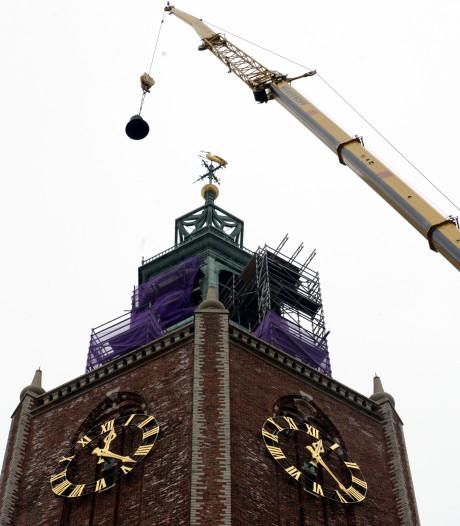 Grote Kerk in Den Haag minuut  voor minuut naar de wintertijd