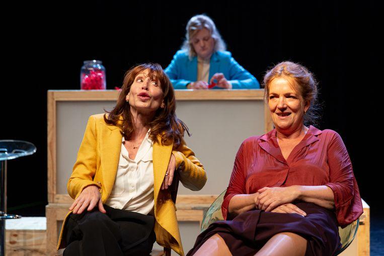 Lineke Rijxman, Rosa van Leeuwen en Malou Gorter in Happy Hour. Beeld Nichon Glerum