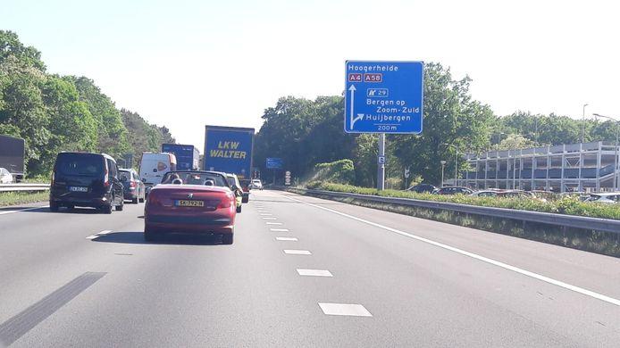 Het verkeer richting Zeeland loopt inmiddels vast bij de afslag Huijbergen.