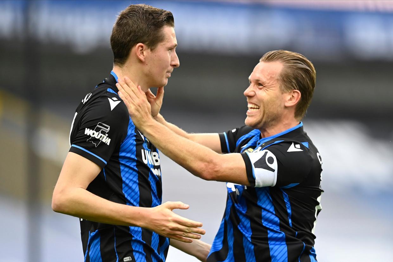 Hans Vanaken en Ruud Vormer vieren de overwinning tegen Antwerp. Beeld Photo News