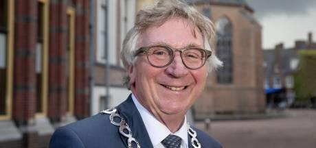 Ereburgerschap en gehaktballen voor afscheidnemende burgemeester Geert van Rumund