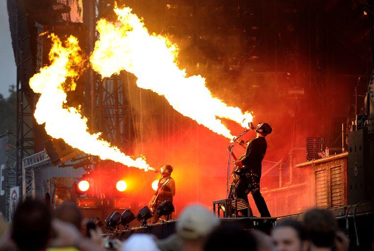 Bekend trucje op het Rammstein-repertoire was de vlammenwerper-op-gitaarhals. Beeld anp