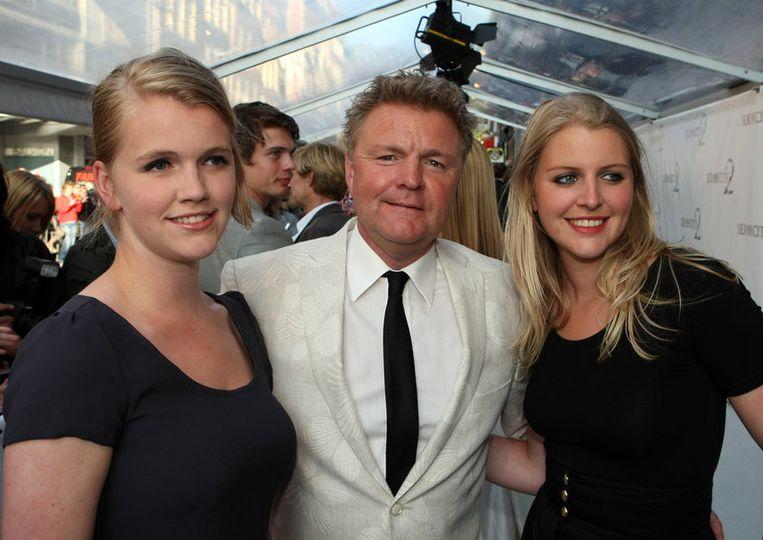 Journalist Rene Mioch (M) en zijn dochters. Foto ANP<br /> Beeld