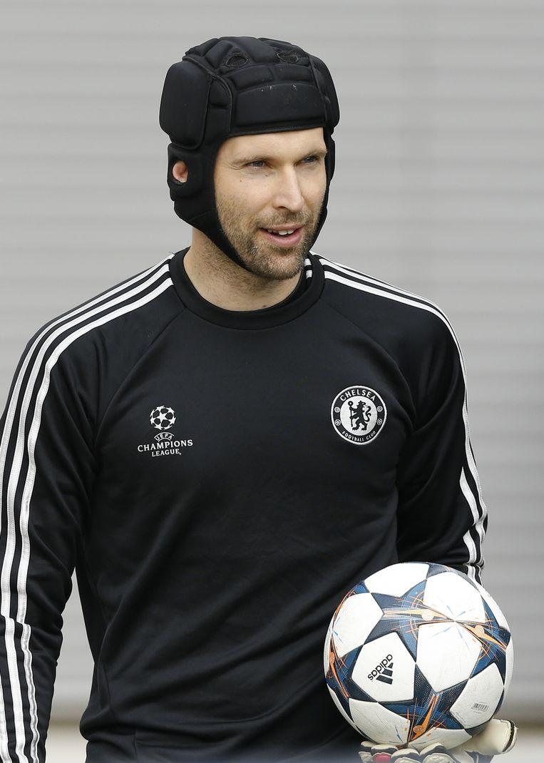 Petr Cech is out met een schouderblessure. Is zijn rijk bij Chelsea uit?