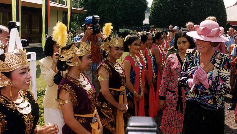 Koningin Beatrix op staatsbezoek in Jakarta, augustus 1995. Beeld null