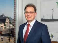 Vijf ambtenaren klaagden over Noordoostpolder-burgemeester Bouman voor zijn plotselinge vertrek