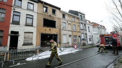 Brandweer gaat opnieuw nablussen in uitgebrande woning van overleden belleman