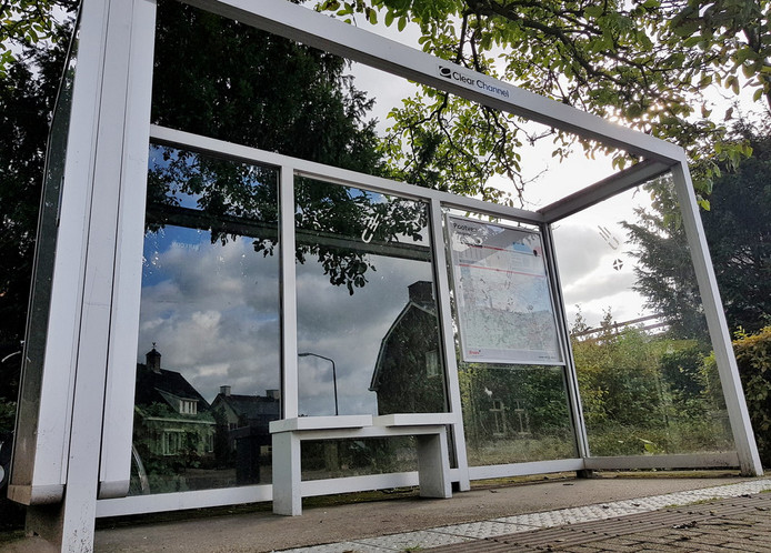Schuilen in deze bushalte woensdag was geen optie meer in Moergestel.