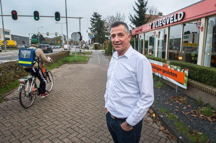 Eigenaar Alfons Valk bij wegrestaurant 't Vliegveld. 'Juridisch staan wij sterk. Ik heb dan ook goede hoop op een redelijk goede afloop.'