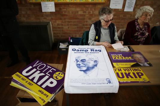 Tijdens de verkiezingscampagne verkocht de UKIP nog keukenhanddoeken met een afbeelding van Van Rompuy.
