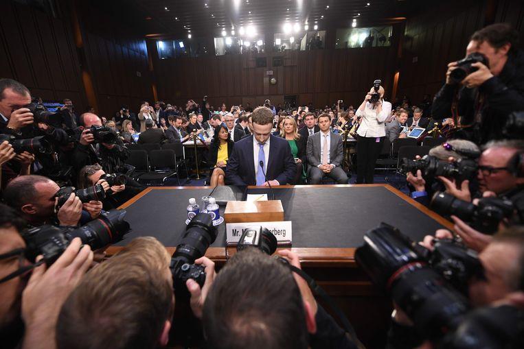 De ceo van Facebook, Mark Zuckerberg, verschijnt op 10 april 2018 voor het Amerikaanse Congres in Washington D.C. voor een verhoor naar aanleiding van de Cambridge Analytica-affaire. Beeld AFP