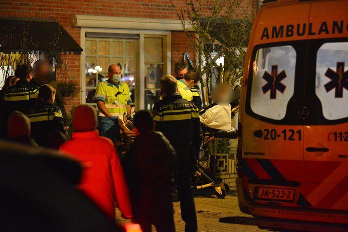 Ambulancepersoneel is ter plekke nadat een 11-jarige jongen op oudjaarsavond zwaargewond raakt bij een vuurwerkongeluk