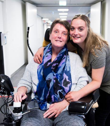 Het leven van wandelaar Ellen (51) is aan gort gereden, maar ze is vastberaden: 'Ooit ga ik weer lopen'