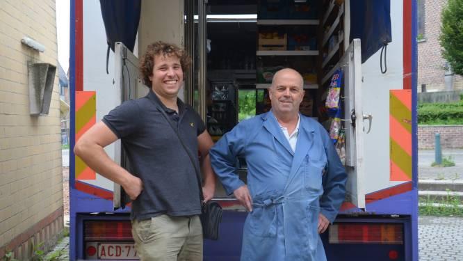 """UITSTERVENDE BEROEPEN: Melkboer Eric (61) vindt met Ruben (28) ideale opvolger: """"Leuke job, waar goed mee je boterham te verdienen valt"""""""