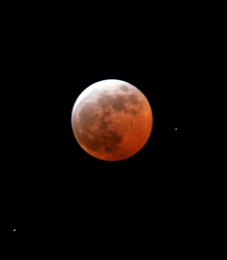 Maan komt bloedrood aan de hemel: 'Dit is iets dat je gezien moet hebben'