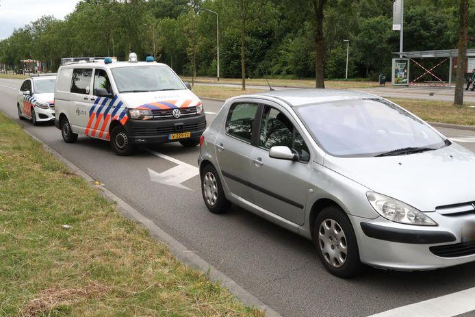 De verdachte reed in een grijze Peugeot en werd niet ver van de plaats van de steekpartij klemgereden.