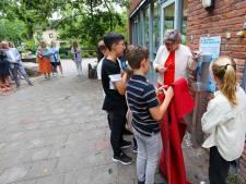 Directeur Dassenburcht Nuenen ziet bij afscheid wens vervuld: leerlingen aan het water in plaats van pakjes drinken