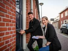 'Gewapend' met brieven op woningjacht in Oldenzaal: 'Soms gaan we een hele rij af'