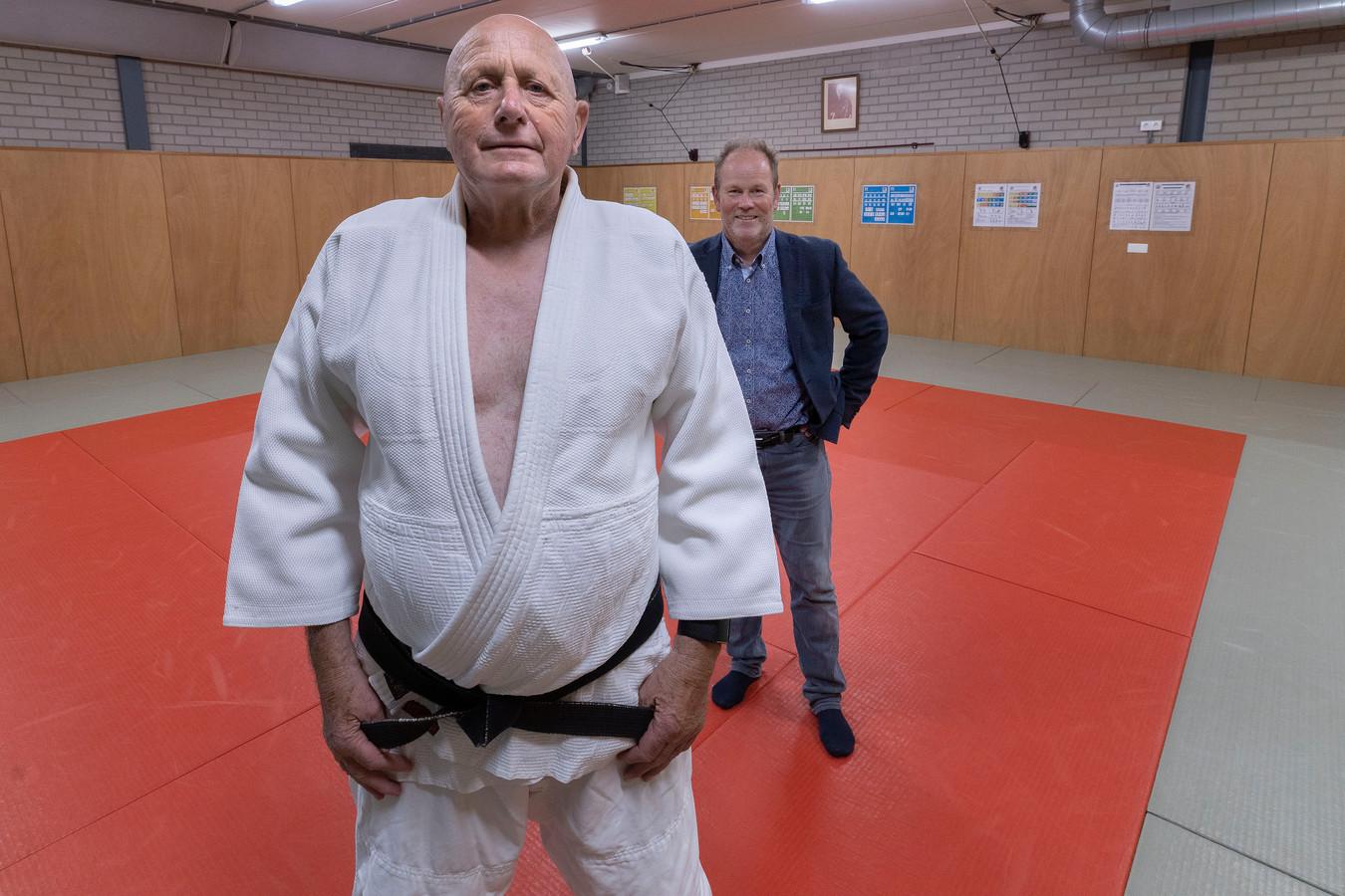 Aanstaand erelid Antoon Verblackt (l) en voorzitter Rutger van Deursen van de 60-jarige judo- en jiujitsuvereniging Shizen Honta uit Veldhoven.