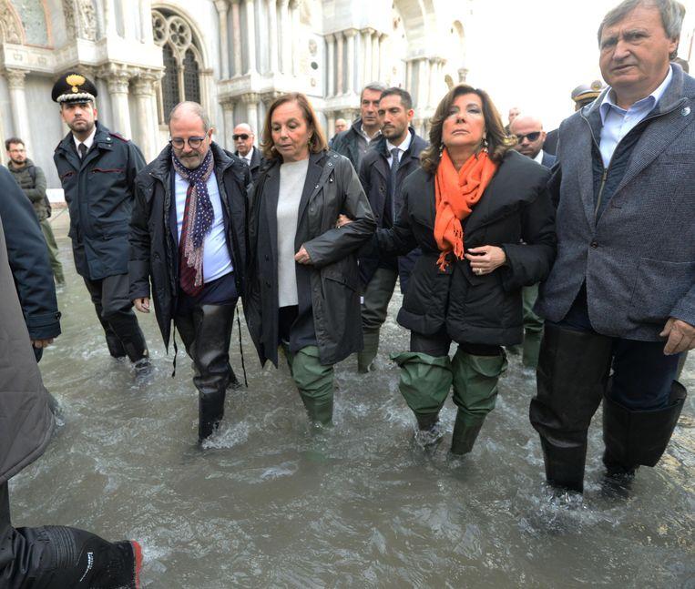 Van links: prefect van Venetië Vittorio Zappalorto, de Italiaanse minister van Binnenlandse zaken Luciana Lamorgese, Senaatsvoorzitter Elisabetta Casellati en burgemeester Luigi Brugnaro