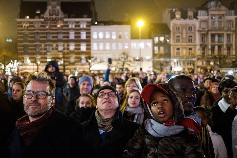 Traditioneel komt er veel volk naar het vuurwerk kijken in Antwerpen