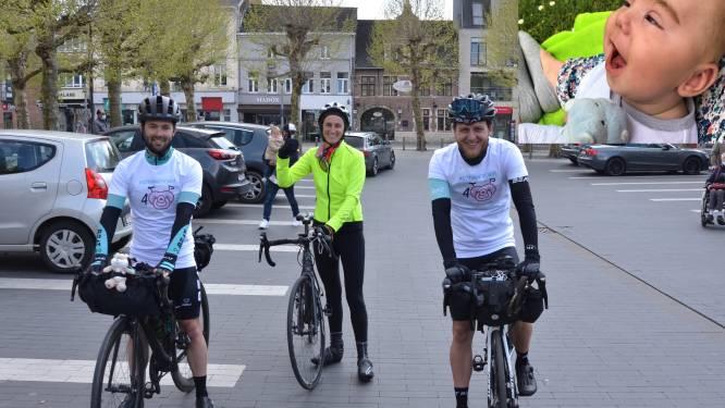 """Davy (30) en Robbert (27) fietsen 400 kilometer voor Aurélienfonds: """"Neefje verloor strijd tegen zeldzame ziekte"""""""